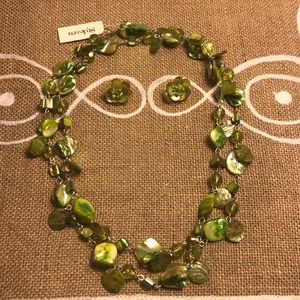 Beaded green necklace w/ matching earrings